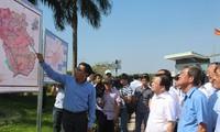 Phó Thủ tướng Trịnh Đình Dũng thị sát dự án tái định cư