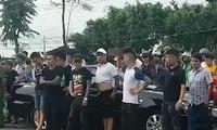 Nhiều đối tượng xăm trổ vây xe chở công an trong vụ việc xảy ra vào ngày 12/6