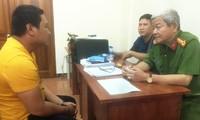 Đại tá Lê Ngọc Phương, Phó cục trưởng Cục Cảnh sát Hình sự (Bộ Công an) đang hỏi cung nghi can Nguyễn Thanh Tâm. Ảnh: Công an cung cấp/VnExpress