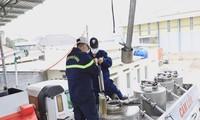 Bắt khẩn cấp 35 đối tượng trong đường dây sản xuất trên 200 triệu lít xăng giả