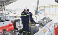 Khởi tố 32 bị can trong vụ án buôn lậu, sản xuất 200 triệu lít xăng giả