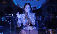 """Clip hát live của Nam Em đang """"viral"""" khắp mạng xã hội, ai nghe cũng khen hết lời"""