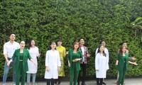Ca sĩ Phi Hùng và nhiều nghệ sĩ hát tri ân y bác sĩ mùa Covid-19