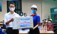 Thăm hỏi, tặng quà các đội hình 'Tiếp sức mùa thi' tại TPHCM