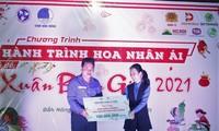 'Hành trình hoa nhân ái' chia sẻ quà ấm tình với bà con vùng khó Đắk Nông