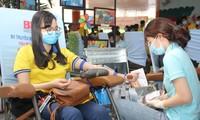Ra quân Xuân tình nguyện, bạn trẻ TPHCM hiến máu, chỉnh trang viện dưỡng lão