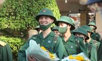 Gần 5.000 tân binh TPHCM, thanh niên ĐBSCL hăng hái lên đường bảo vệ Tổ quốc
