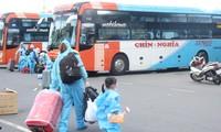 Hình ảnh 10 chuyến xe đưa người Quảng Ngãi từ TPHCM về quê