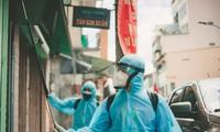 Thành viên đội khử khuẩn phản ứng nhanh sáng tác ca khúc cổ động chống dịch