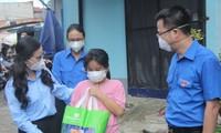 Bí thư Trung ương Đoàn trao quà cho trẻ em mồ côi, khó khăn trong dịch COVID-19 tại TPHCM