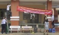 Đình chỉ hiệu trưởng vụ giáo viên treo băng rôn phản đối trong trường
