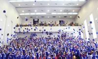 Hàng trăm sinh viên của trường Huflit dù đã tốt nghiệp vài tháng nhưng vẫn chưa được cấp bằng.