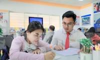 Thí sinh nộp hồ sơ học bạ vào một trường đại học ở TPHCM