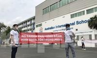 Trường quốc tế Úc (AIS Saigon) bị phụ huynh kéo đến trường phản đối học phí ngày 6/5