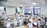 Sinh viên ngành y Trường ĐH Nguyễn Tất Thành trong một buổi học