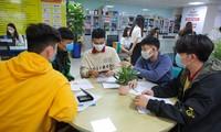 Tiếp viên của Vietnam Airlines mắc COVID-19 vẫn đi học dù trong thời gian tự cách ly khiến hơn 30.000 sinh viên của HUTECH phải tạm thời nghỉ học để phòng dịch
