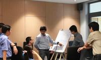 Các giảng viên thảo luận đề tài nghiên cứu khoa học