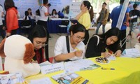 Thi sinh tìm hiểu ngành học tại các chương trình tư vấn tuyển sinh