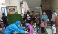 45 trẻ ở Trường Mầm non Hoa Phượng Đỏ lấy mẫu xét nghiệm