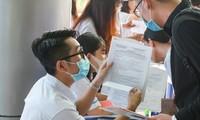 Thí sinh tham gia tư vấn, nộp hồ sơ tại 1 trường đại học ở TPHCM