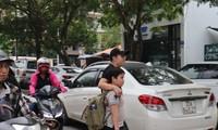 Sau vụ bé trai tử vong trên ôtô, nhiều phụ huynh trường Gateway tự đưa đón con