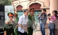 Vợ và em gái ông Triệu Tài Vinh vắng mặt tại tòa xử gian lận thi ở Hà Giang