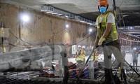 Trắng đêm đổ nền ga ngầm dự án đường sắt Nhổn - Ga Hà Nội
