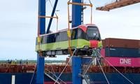 Cận cảnh tàu đường sắt Nhổn - ga Hà Nội cập cảng ở Hải Phòng