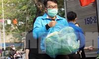 Đoàn viên thanh niên Hải Phòng giải cứu nông sản cho người dân huyện Tiên Lãng.