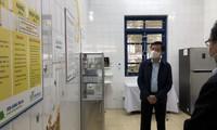 Bí thư Hải Dương thị sát nơi tiêm lượt vắc-xin ngừa COVID-19 đầu tiên