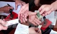 Hình ảnh người dân xã Tiên Minh (Tiên Lãng, Hải Phòng) nộp tiền làm căn cước gắn chip.