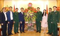 Đồng chí Nguyễn Ngọc Lương và đoàn đại biểu Trung ương Đoàn chúc mừng Bộ Tư lệnh Bộ đội Biên phòng