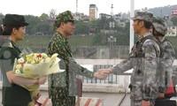Chỉ huy trưởng tuần tra hai bên gặp gỡ nhau tại vạch phân định đường biên giới Cửa khẩu quốc tế đường bộ Lào Cai - Hà Khẩu
