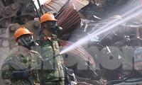 Xem bộ đội Hoá học phun dung dịch khử độc tố sắt thép ở Rạng Đông