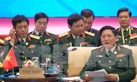 Bộ trưởng Quốc phòng Việt Nam Ngô Xuân Lịch điều hành ADMM Retreat 2020, sáng 19/2, tại Hà Nội