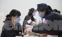Tư lệnh và đoàn viên Cảnh sát cơ động hiến máu tình nguyện