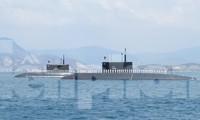 Tàu ngầm 182 - Hà Nội và Tàu ngầm 183 - TPHCM tại quân cảng Cam Ranh