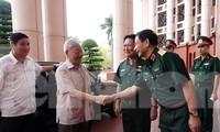 Lãnh đạo Bộ Quốc phòng đón Tổng Bí thư, Chủ tịch nước Nguyễn Phú Trọng tới dự và chỉ đạo Hội nghị cho ý kiến về dự thảo Văn kiện Đại hội đại biểu Đảng bộ Quân đội lần thứ XI, tháng 5/2020. Ảnh: Nguyễn Minh