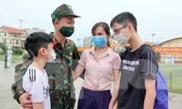 Chồng bác sĩ quân y vào Nam chống dịch: Anh sẽ thay em chăm sóc các con