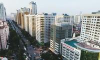 Luật quy hoạch được thông qua sẽ giải quyết tình trạng ồ ạt xây cao ốc khi chưa đủ hạ tầng như tuyến đường Lê Văn Lương (Hà Nội). Ảnh internet