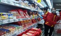 Các siêu thị, chợ truyền thống dồi dào lương thực, thực phẩm.