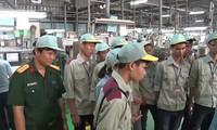 Sinh viên trường Cao đẳng nghề số 1-BQP đi thực tế tại các khu công nghiệp