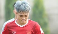 Văn Toàn nhuộm tóc bạch kim cực nổi ở đội Olympic Việt Nam