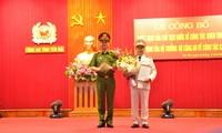 Thiếu tướng Nguyễn Duy Ngọc, Thứ trưởng Bộ Công an trao Quyết định của Bộ Công an bổ nhiệm Đại tá Đặng Hồng Đức giữ chức vụ Giám đốc Công an tỉnh Yên Bái.