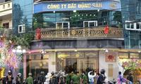 """Công an Thái Bình bắt, khám nhà vợ chồng Đường """"Nhuệ"""" - Ảnh: Hoàng Long"""