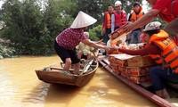 Các đoàn tình nguyện đang huy động ủng hộ để tiếp sức đồng bào miền Trung bị thiệt hại lũ lụt.