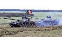 Xe tăng T-72 và T-55 tham gia tập trận. Ảnh: Livejournal.