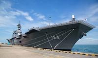 Tàu Izumo của Nhật Bản. Ảnh: Bloomberg.