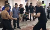 Trận đấu diễn ra dưới sự theo dõi của môn sinh phải Vịnh Xuân và Đoàn Long Karate.