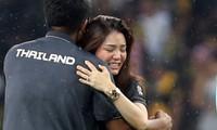 Nữ trưởng đoàn xinh đẹp khóc nức nở khi Thái Lan đoạt HCV